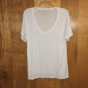 American Eagle White v-neck tee